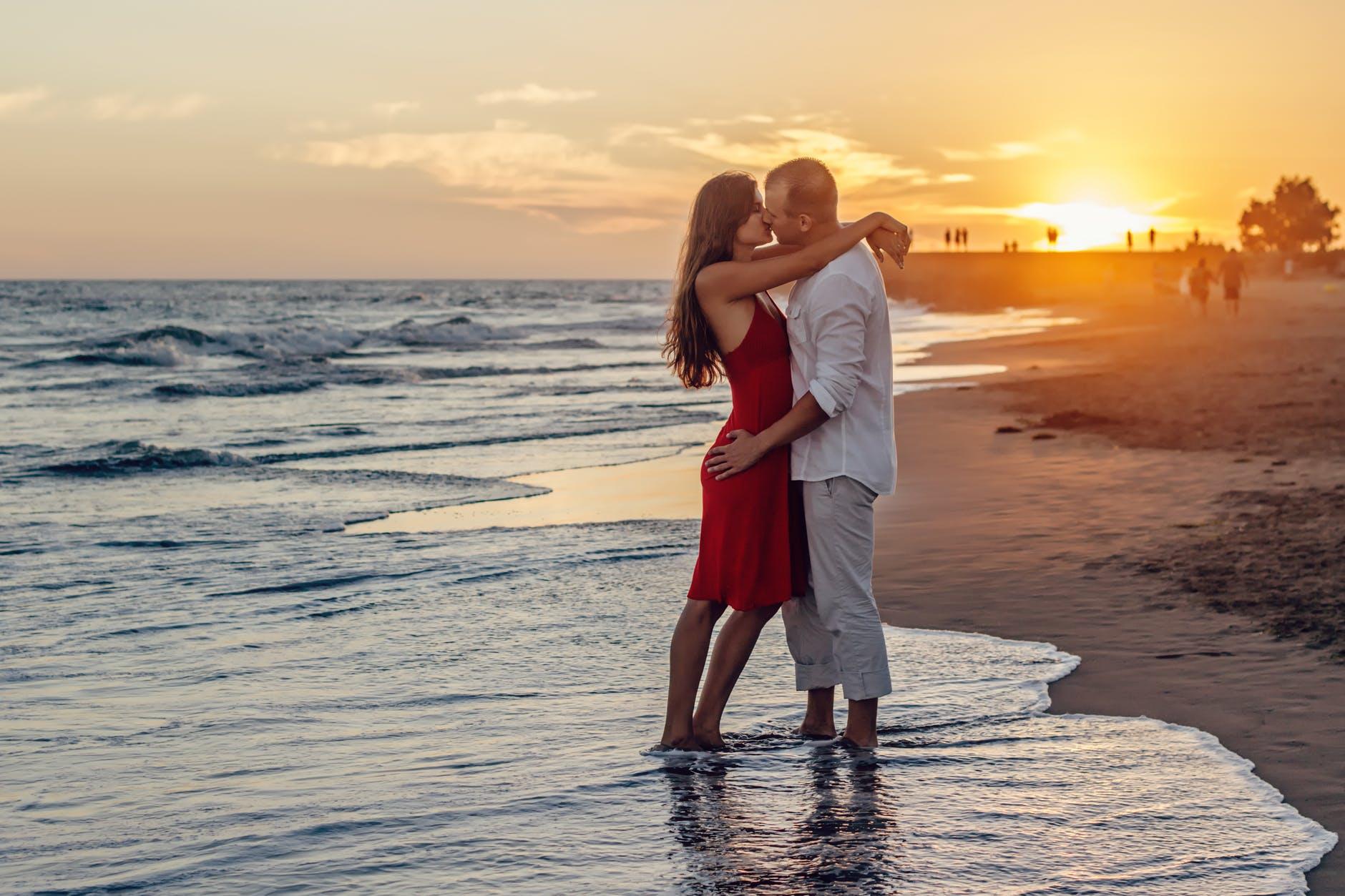 beach couple dawn dusk